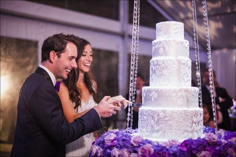 cutting the cake, floating cake