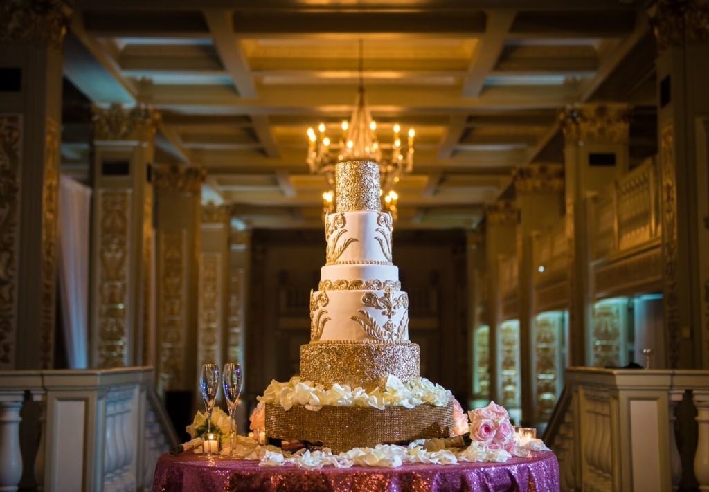white and gold, wedding cake, nashville wedding planner