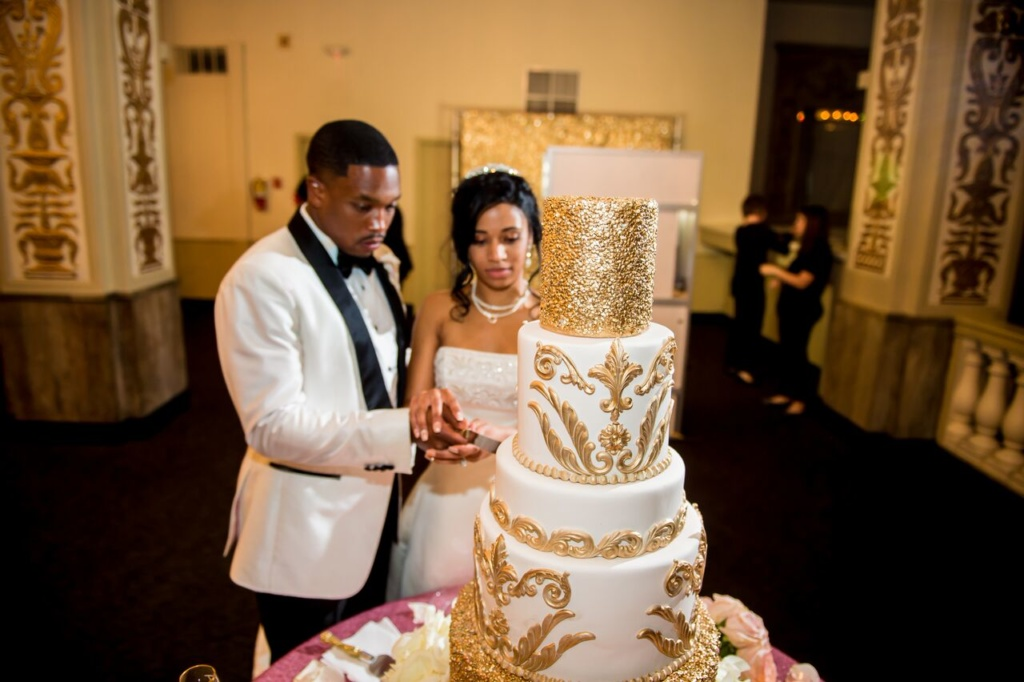 bride and groom, cutting cake, gold and white