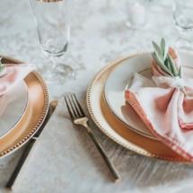 napkins, plate settings, tables cape